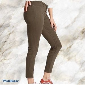 Lila Ryan olive cropped mid-rise jeans 👖